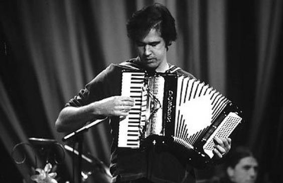Krist Novoselic Playing The Accordion